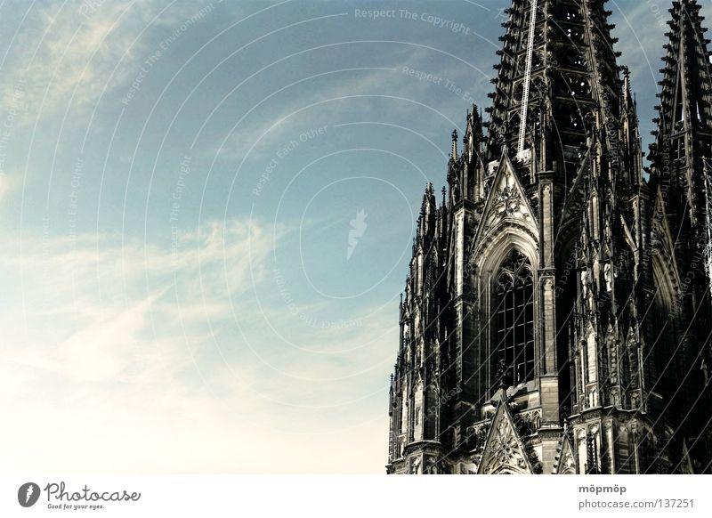 kölner dom Himmel alt blau Sommer Wolken Fenster Religion & Glaube hell Wetter Schönes Wetter Köln Dom antik Christentum Rom Verlauf