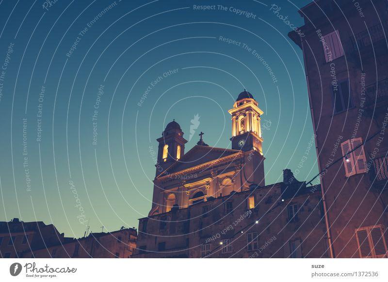Allabendlich Ferien & Urlaub & Reisen Stadt alt Sommer Haus Reisefotografie Architektur Religion & Glaube Gebäude außergewöhnlich Zeit Kirche Platz einzigartig