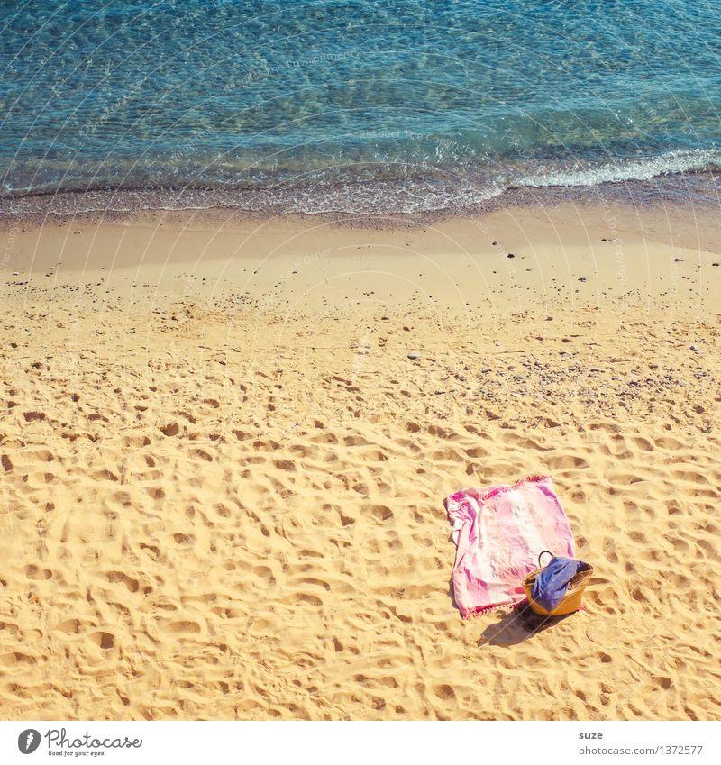 Gar nicht so lang her Ferien & Urlaub & Reisen blau Sommer Erholung Meer Strand Reisefotografie gelb Wärme Küste Sand rosa Freizeit & Hobby Europa