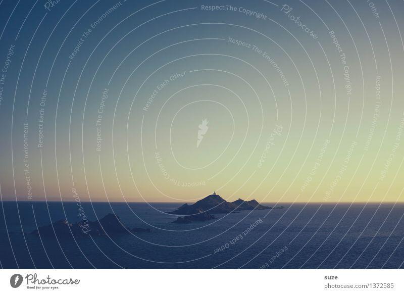 Man sitzt insgesamt viel zu wenig am Meer Natur Landschaft Himmel Horizont Küste Insel Leuchtturm dunkel exotisch fantastisch kalt maritim blau Gefühle Stimmung