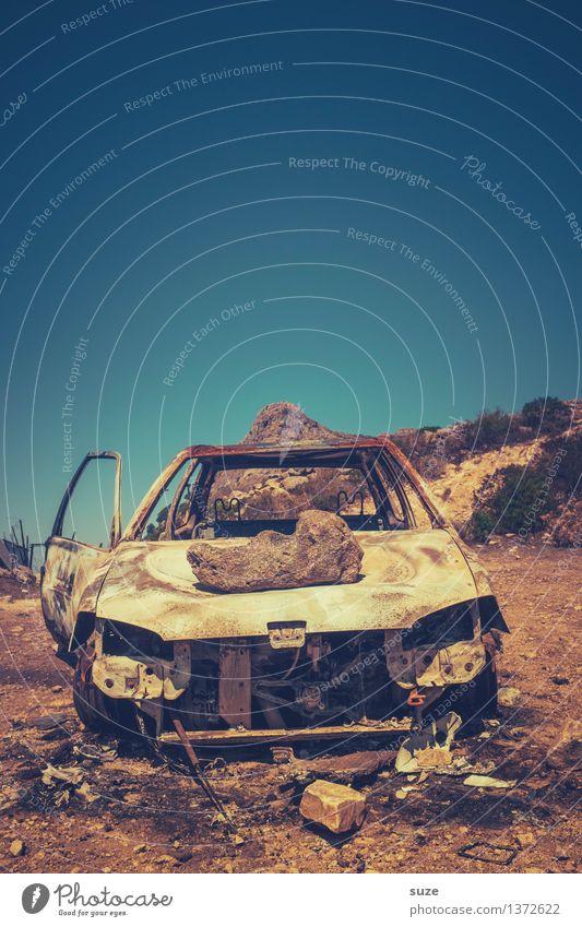 Wüstenralley Sommer Umwelt Natur Himmel Wärme Verkehrsmittel Fahrzeug PKW Oldtimer Rost alt kaputt retro stagnierend Umweltverschmutzung Vergangenheit Zeit