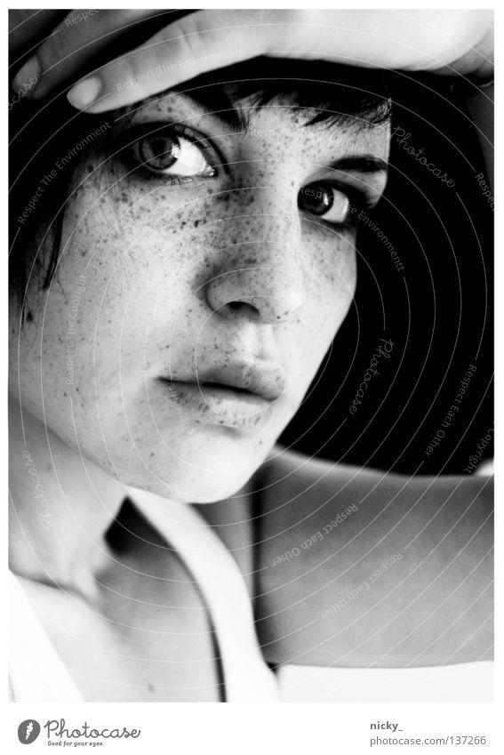 what took you so long Frau Hand weiß Gesicht schwarz Auge Mund Arme Nase Finger Porträt Sommersprossen