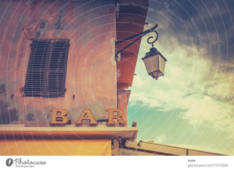 Sommer in bar Ferien & Urlaub & Reisen Städtereise Sommerurlaub Haus Bar Cocktailbar Kultur Wetter Wärme Stadt Fassade Fenster Schilder & Markierungen alt