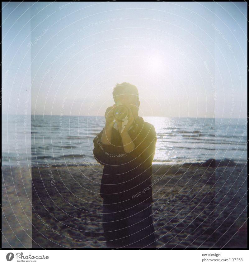 hOlGa | to take a picture of the photographer Mensch Frau Himmel Mann Wasser Farbe Sommer Sonne rot Einsamkeit Freude Strand schwarz Ferne gelb dunkel