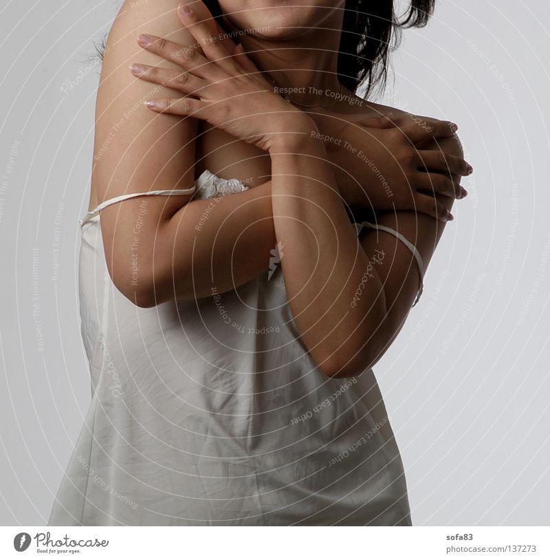 letztes hemd Frau Hand schön Erotik Model festhalten Hemd durchsichtig entkleiden Torso Unterhemd Unterwäsche