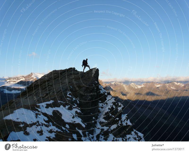 Weit oben... Natur Himmel Wolken Frühling Sommer Klima Wetter Schönes Wetter Hügel Felsen Alpen Berge u. Gebirge Österreich Gipfel atmen Denken Ferne stehen