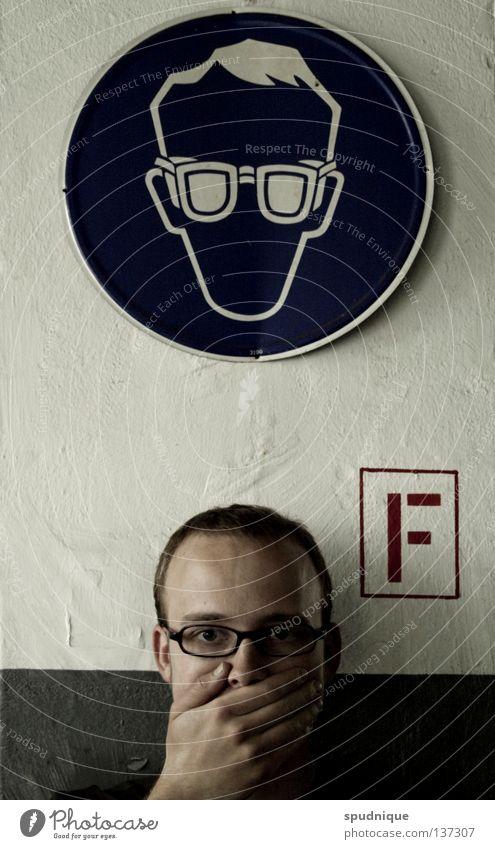 Gruppenzwang Sicherheit Schutzbrille Brille Porträt Piktogramm gefährlich Hand verdeckt Unsinn vervielfältigen imitieren bewegungslos Gesichtsausdruck Industrie