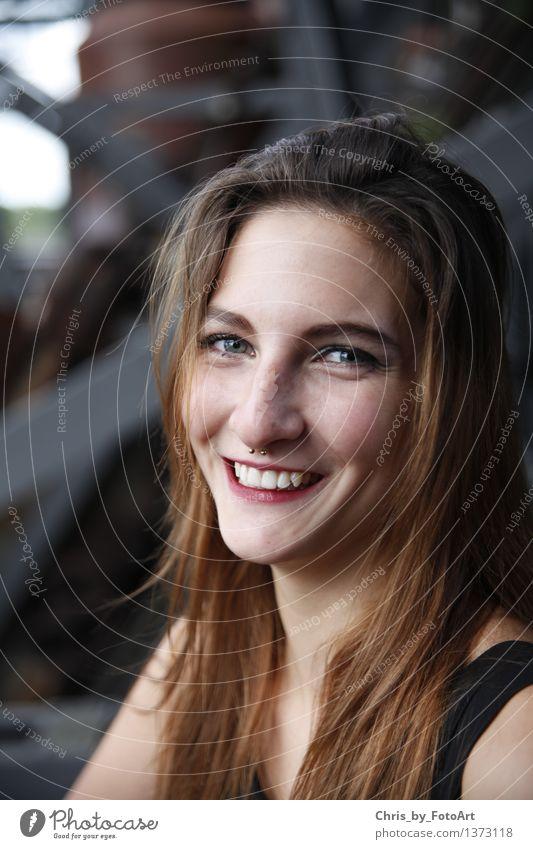 chris_by_fotoart Glück feminin Junge Frau Jugendliche Erwachsene 1 Mensch 13-18 Jahre Schönes Wetter Duisburg Industrieanlage Fabrik Piercing brünett langhaarig