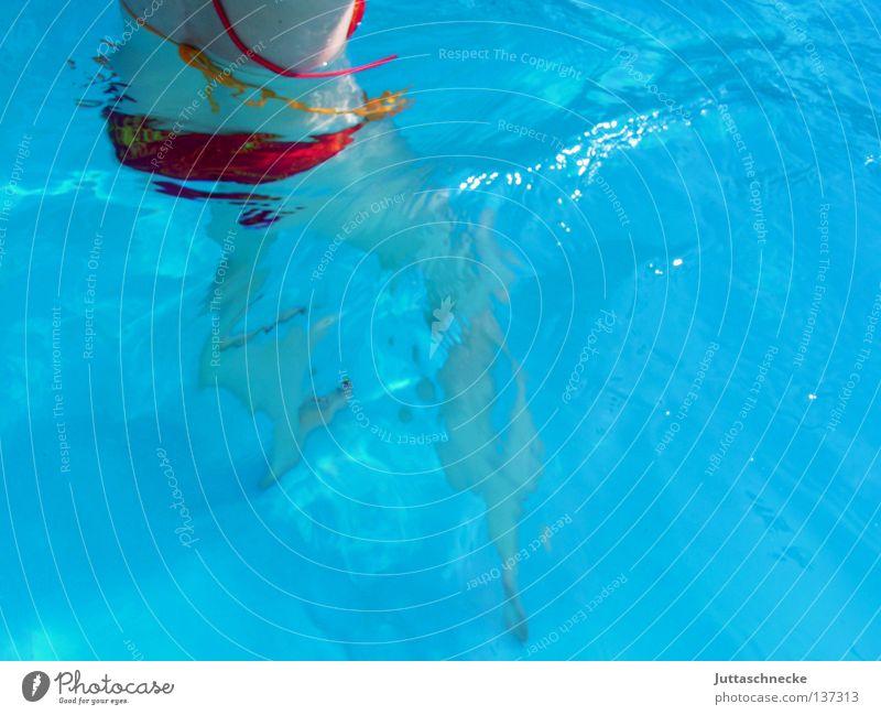 Itsy Bitsy Teenie Weenie Yellow Polka Dot Bikini Frau blau Wasser rot Sommer Freude Spielen Schwimmen & Baden Schwimmbad heiß türkis Erfrischung kühlen Kühlung