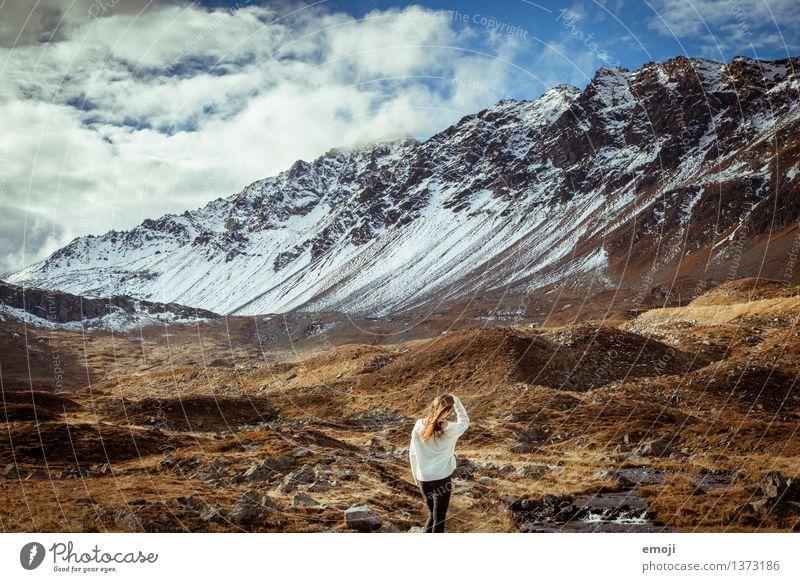 3ooo Junge Frau Jugendliche 1 Mensch 18-30 Jahre Erwachsene Umwelt Natur Landschaft Herbst Schönes Wetter Alpen Berge u. Gebirge Gipfel Schneebedeckte Gipfel