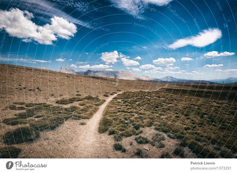 Wegweisend (3) Himmel Ferien & Urlaub & Reisen blau Sommer Sonne Erholung ruhig Wolken Ferne Berge u. Gebirge Freiheit Zufriedenheit Wetter wandern Ausflug