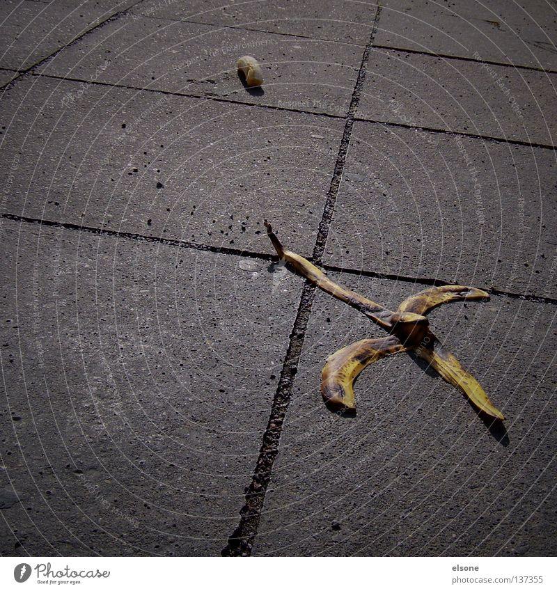 ::FLUCHT:: Freude Wege & Pfade Angst gehen Frucht gefährlich bedrohlich Panik Banane unsicher flüchten Rutschgefahr