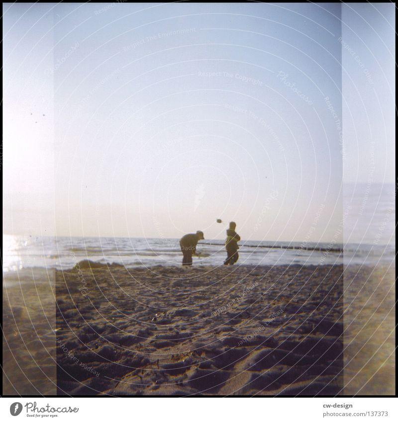hOlGa | to cut a hole in the sand Mensch Kind Himmel Mann Wasser Sommer Sonne Farbe Einsamkeit Freude Strand schwarz Umwelt gelb Ferne dunkel