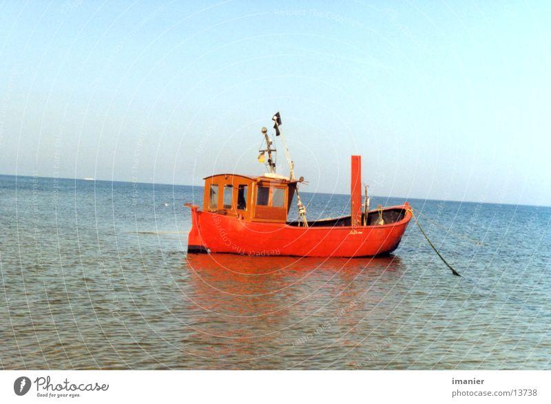 Fischerboot Meer rot Sommer Strand Wasserfahrzeug Europa Ostsee Fischerboot