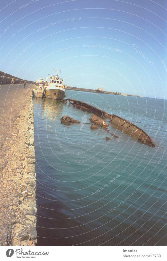 wrack alt Sonne Wasserfahrzeug Technik & Technologie Hafen Rost Schiffswrack Elektrisches Gerät