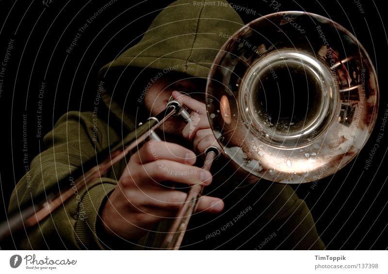 MC Radetzky Posaune Posaunist Trichter blasen Blech Blechblasinstrumente Trompete Tuba Horn Kapuze Kapuzenpullover Eisenbahn laut Ghetto Diskjockey