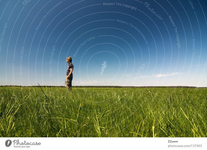 chillout sunday - FREI Mensch Mann Natur Jugendliche Himmel weiß grün blau Sommer ruhig Ferne Farbe Erholung Wiese springen Stil