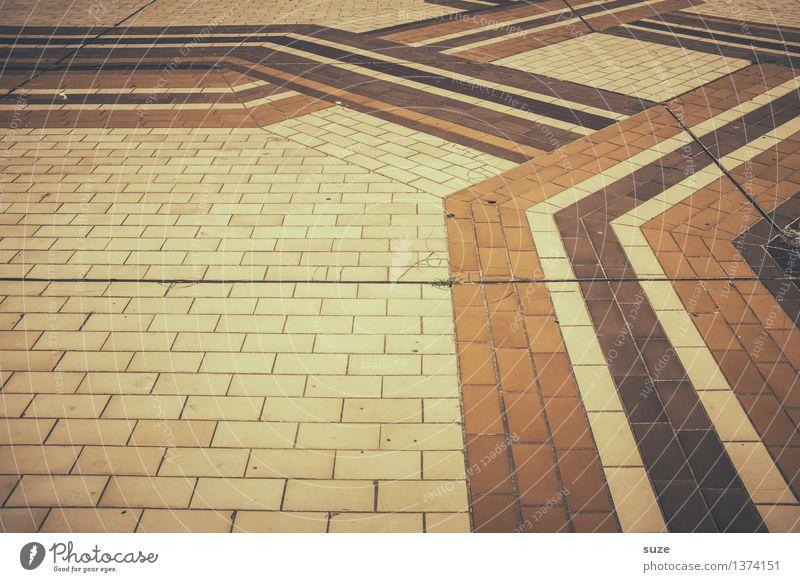 Geometrisch | Laufband Stil Design Platz Dekoration & Verzierung Stein Backstein Zeichen Ornament Linie Streifen alt dreckig historisch retro trashig trist