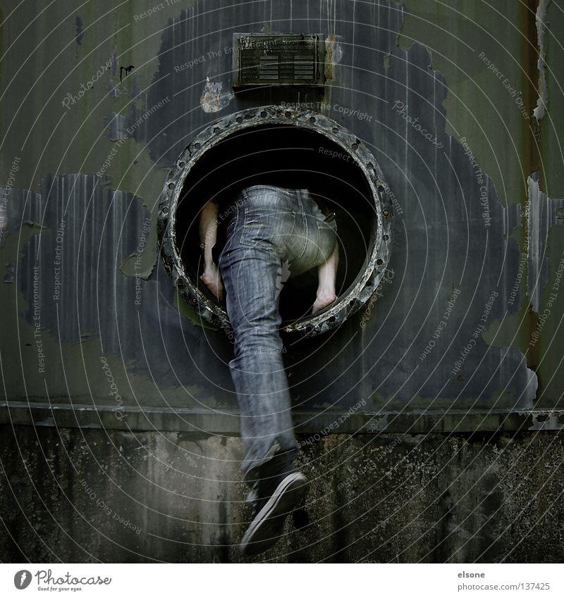 ::GEILE WOHNUNG:: Mensch Mann dunkel gehen maskulin Hinterteil verfallen Loch steigen Justizvollzugsanstalt