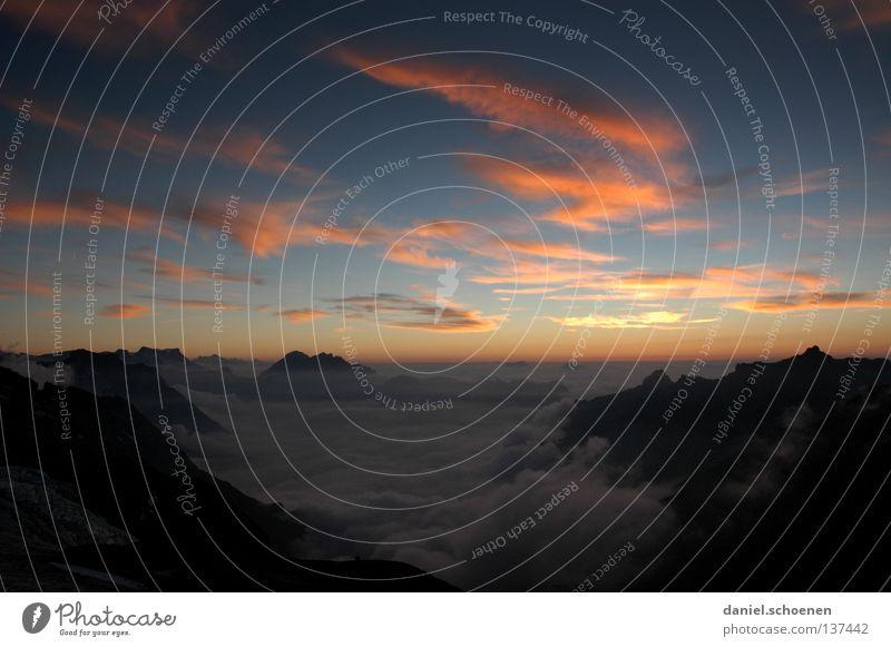 Sonnenuntergang 2 Himmel Sonne blau rot Wolken gelb Ferne Farbe kalt Berge u. Gebirge Luft wandern Nebel Hintergrundbild Wetter Aussicht