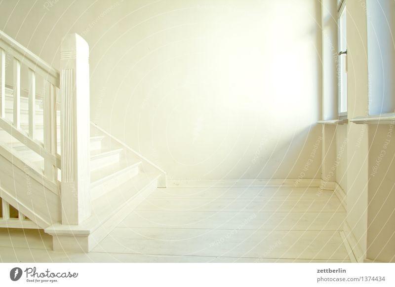 Treppenabsatz alt weiß Haus Fenster Innenarchitektur Holz hell Häusliches Leben Textfreiraum Niveau Geländer Innerhalb (Position) Wohnhaus Tradition Treppenhaus