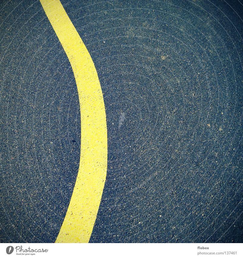Gelbe Linien braucht der Mensch gelb Straßenbegrenzung Landstraße Bewegung Untergrund Asphalt Fahrzeug Oberfläche Seitenstreifen Streifen Fahrradweg Fahrbahn