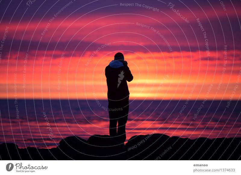 Icelandic sunsets Lifestyle Stil Freude Freizeit & Hobby Ferien & Urlaub & Reisen Tourismus Ferne Freiheit Meer Wellen Fotokamera Mensch Mann Erwachsene 1
