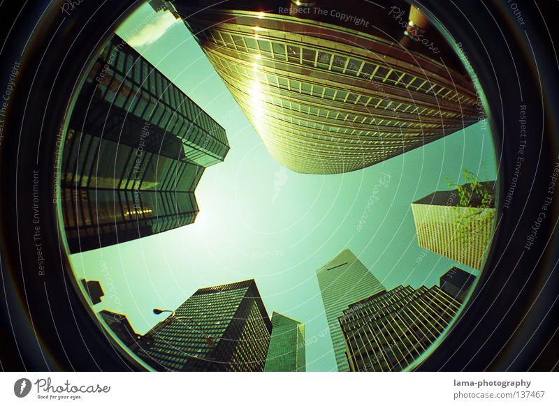 Welcome to NYC New York City Manhattan Amerika Hochhaus Haus beängstigend Bürogebäude schwindelig Sonne Fenster Fischauge rund Momentaufnahme Weitwinkel