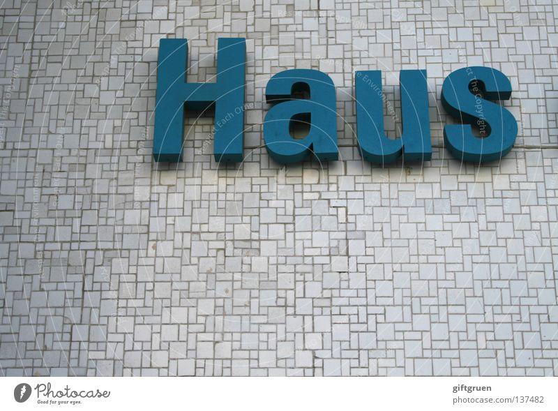 haus Haus Wohnung Villa Typographie Aufschrift Beschriftung Buchstaben Wort Wand Schriftzeichen Detailaufnahme Haushalt dach über dem kopf Fliesen u. Kacheln