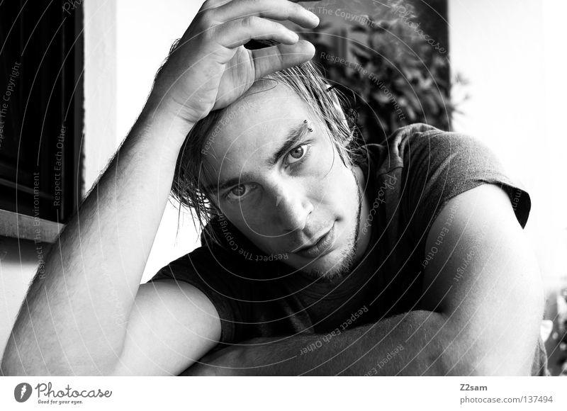 am morgen danach Selbstportrait Porträt Mann maskulin dunkel Mensch Silhouette weich Beautyfotografie Stil Balkon T-Shirt klassisch Morgen aufstehen Nacht