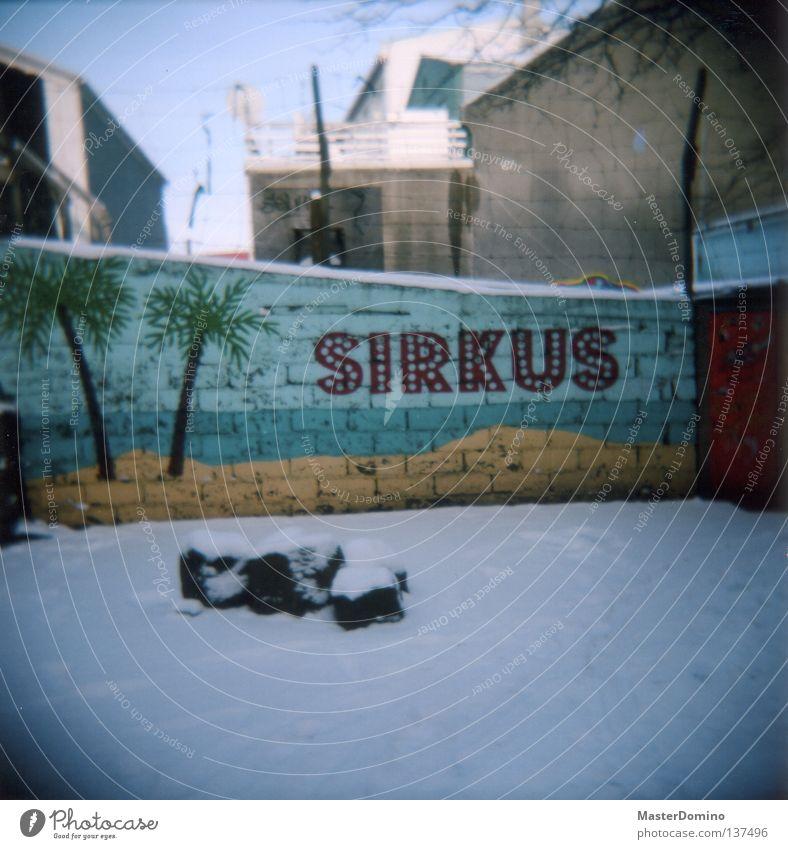 Sirkus Ferien & Urlaub & Reisen Sommer Strand Winter Schnee Spielen Graffiti Mauer Stimmung Kunst Feste & Feiern Tanzen liegen Schriftzeichen Sicherheit Bar