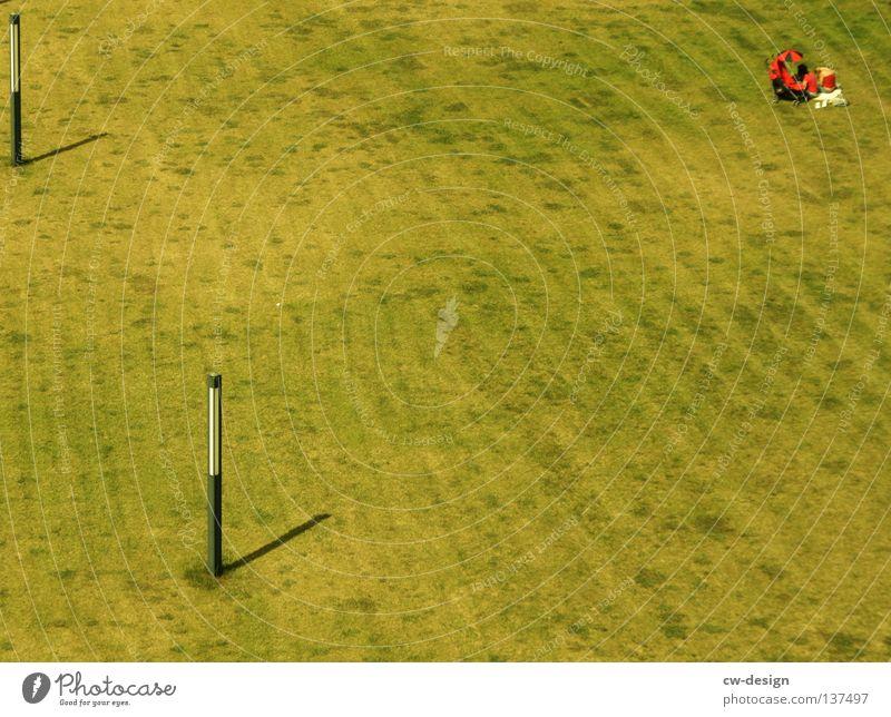 DREIECKIGE DREIECKSBEZIEHUNGEN Erholung Schatten grün Fotograf Fotografieren rot schlafen Gras Halm Wiese Löwenzahn Pflicht Kinderwagen genießen Sonnenbad