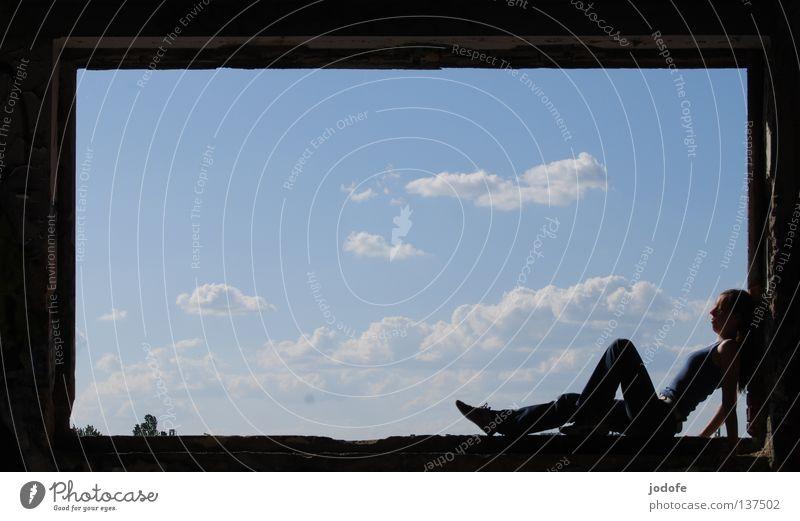 pin-up-girl Mensch Frau Himmel blau alt weiß Baum Sommer Wolken Einsamkeit ruhig Fenster feminin Erotik Graffiti Wärme