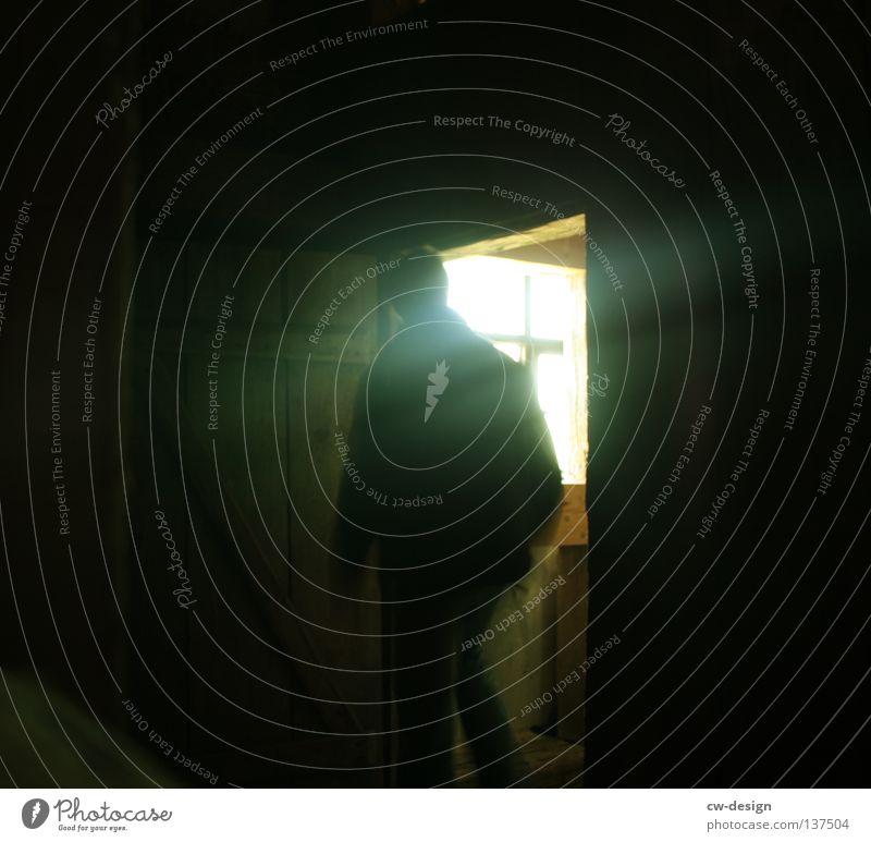 WER HAT ANGST VOR'M SCHWARZEN MANN? I Mensch Mann Jugendliche Erwachsene dunkel Fenster Tür gehen Angst maskulin 18-30 Jahre Junger Mann kommen Keller