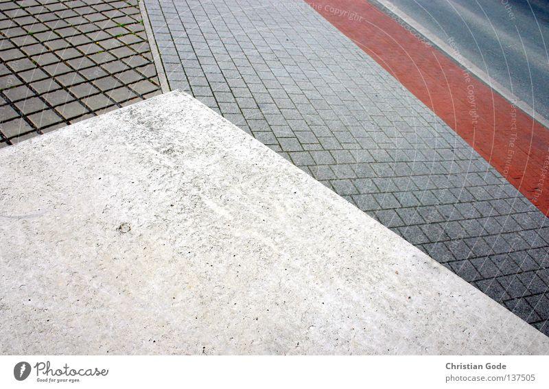 Geometrie der Strasse fahren Verkehr Beton hart Stadt Asphalt Bürgersteig Mittelstreifen Regel rot Graz schwarz weiß gehen Fußgänger Bushaltestelle