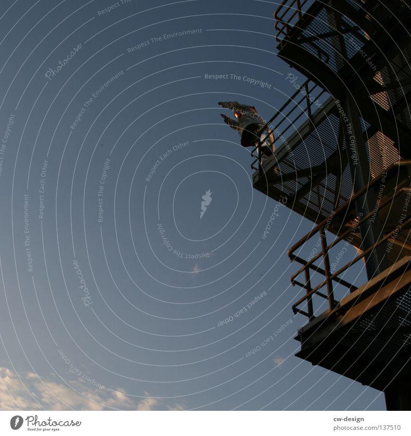 JUMPERS II Himmel Freude Einsamkeit braun Arbeit & Erwerbstätigkeit Treppe stehen Sicherheit Industrie Turm Schönes Wetter Fabrik Stahl Treppenhaus Rost