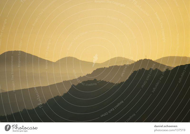 Sonnenaufgang Himmel Sonne blau rot Wolken gelb Ferne Farbe kalt Berge u. Gebirge Luft wandern Nebel Hintergrundbild Wetter Aussicht