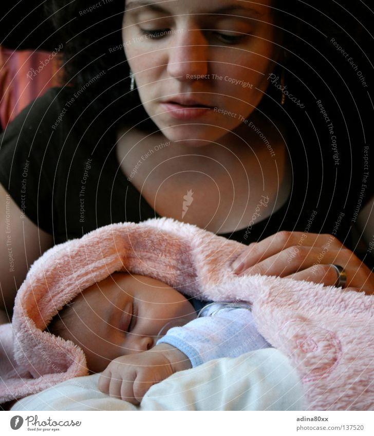 Schlaf, kleines Kind... schlafen ruhig Baby zart Storch Nachkommen Zufriedenheit Frieden Vertrauen ruhen weich Familie & Verwandtschaft Sicherheit Kleinkind