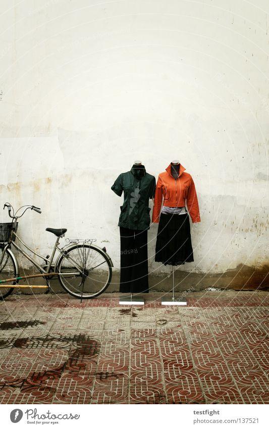 fashion Straße Fahrrad Bekleidung modern Kleid Hose Jacke Präsentation aktuell Kleiderständer