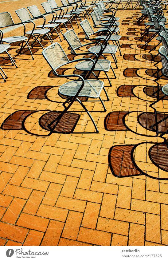 Kurkonzert Sonne Ferien & Urlaub & Reisen frei leer Stuhl Konzert Möbel Reihe Publikum Verkehrswege Parkett Sitzreihe Rügen Promenade Besucher Campingstuhl