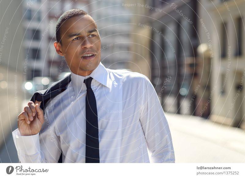 Gutaussehender Geschäftsmann auf einer städtischen Straße Stil Gesicht Sommer Erfolg Büro Business Mann Erwachsene Wärme Mode Hemd Jacke Krawatte stehen modern