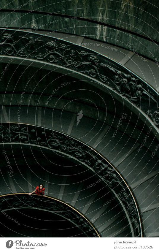 los, komm rutschen! Frau grün rot Einsamkeit oben grau warten Hoffnung Treppe Italien Wunsch unten aufwärts Leiter heilig Museum