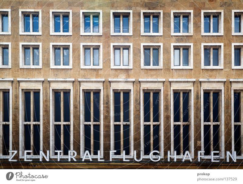 Gigant Ferien & Urlaub & Reisen Fenster Berlin Architektur fliegen Luftverkehr Schriftzeichen Neigung historisch Mitte Denkmal Reihe Wahrzeichen Flughafen