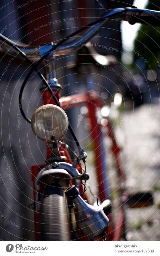 Angelehnt alt rot Lampe Fahrrad Freizeit & Hobby Blende Prenzlauer Berg