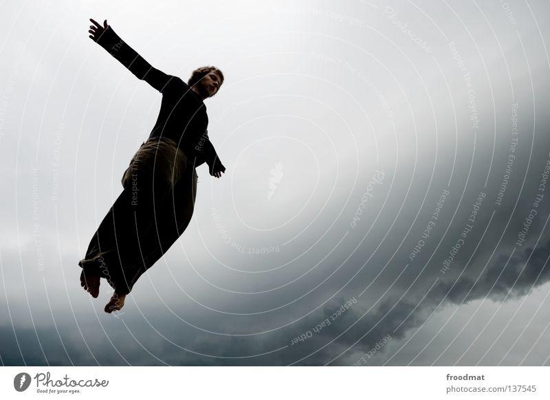 neuanfang Mensch Mann Wolken dunkel Freiheit springen Regen Vogel fliegen frei Luftverkehr Symbole & Metaphern Unwetter Schweben Gewitter Gott