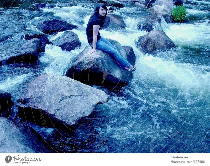felsenfest! Wohlgefühl kalt Geplätscher Strömung Denken Kontrolle festhalten Wasser sitzen auf der hut fallen? Felsen
