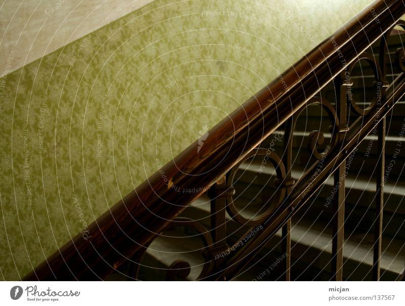 schicker. Holz Tapete Muster graphisch grün braun festhalten weiß grau Design retro Kreis Blume Eisen Halt Treppenhaus Haus Gebäude mehrstöckig Etage Staub