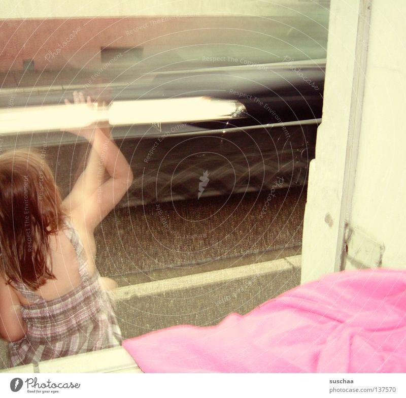 oh tannenbaum .. Kind Mädchen Spielen winken Bewegungsunschärfe Licht Hauseingang Langeweile püppi sitzen Arme Kopf Straße PKW vorbeifahren Decke