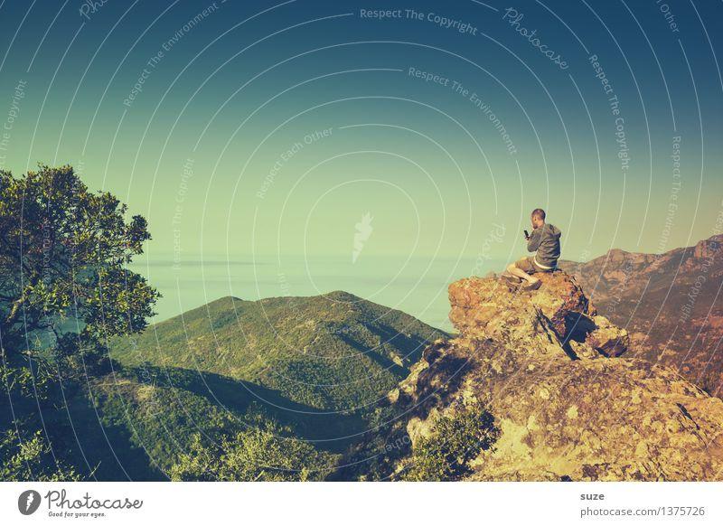 Er macht irgendwas mit Medien Mensch Himmel Natur Ferien & Urlaub & Reisen Jugendliche Mann Pflanze Sommer Meer Junger Mann Landschaft 18-30 Jahre Berge u. Gebirge Erwachsene Umwelt Küste