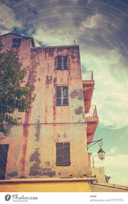 Einkehr Ferien & Urlaub & Reisen Stadt alt Sommer Haus Fenster Reisefotografie Wärme Fassade rosa Schilder & Markierungen retro Kultur malerisch historisch